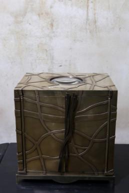 Coffret en bronze avec incrustation d'une loupe