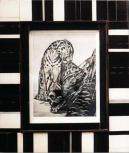 Oeuvre de Jouve. Cadre en bois marqueté façon ébène et ivoire.