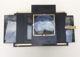 Présentoir en bois et métal, loupe coulissante, pour photos de F. Sargologo.