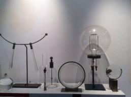 Ensemble d'objets scientifiques, soclage en laiton et platique