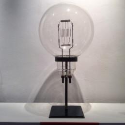 Ampoule de cinéma, socle en métal laiton et plastique bleu