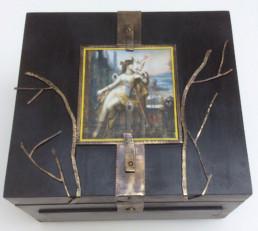Fabrication d'une boîte en bois et métal, sertissage d'une aquarelle de Gustave Moreau, après.